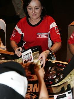 Sue Evans signing autographs