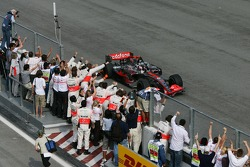Fernando Alonso, McLaren Mercedes, MP4-22 takes the checkered flag