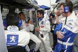 Peugeot Total team members at pitwall