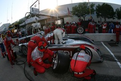 Pitstop for #1 Audi Sport North America Audi R10 TDI Power: Rinaldo Capello, Allan McNish
