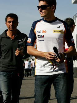Giancarlo Fisichella, Renault F1 Team and his manager Enriquo Zanarini