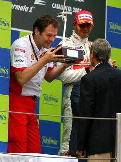 Podium: Aldo Costa, Scuderia Ferrari, Head of Design and Development, receives the constructors trophy
