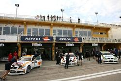 Felix Porteiro, BMW Team Italy-Spain, BMW 320si WTCC,  Jorg Muller, BMW Team Germany, BMW 320si WTCC, Augusto Farfus, BMW Team Germany, BMW 320si WTCC