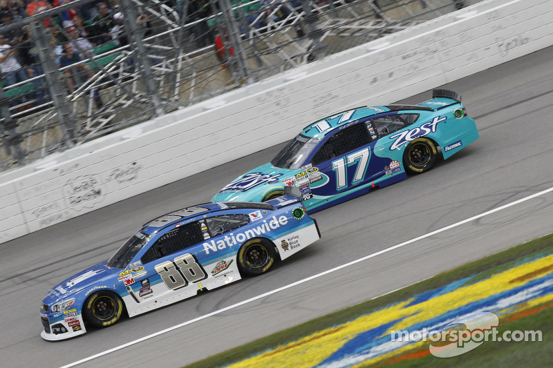 Dale Earnhardt jr., Hendrick Motorsports, Chevrolet, und Ricky Stenhouse jr., Roush Fenway Racing, F