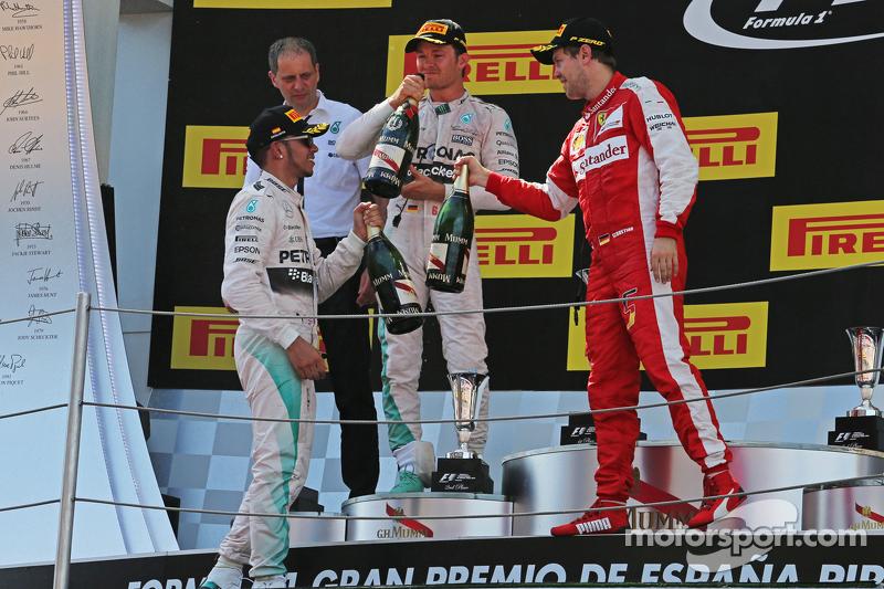 Podium: Lewis Hamilton, Mercedes AMG F1, second; Nico Rosberg, Mercedes AMG F1, race winner; Sebasti