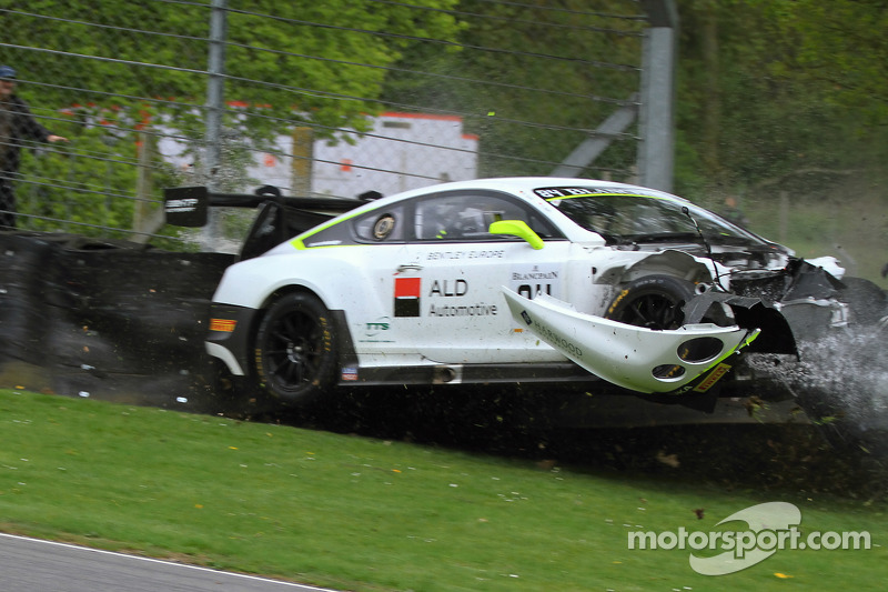 #84 宾利车队HTP,宾利大陆GT3: Mike Parisy, Harold Primat, Vincent Abril in a huge crash
