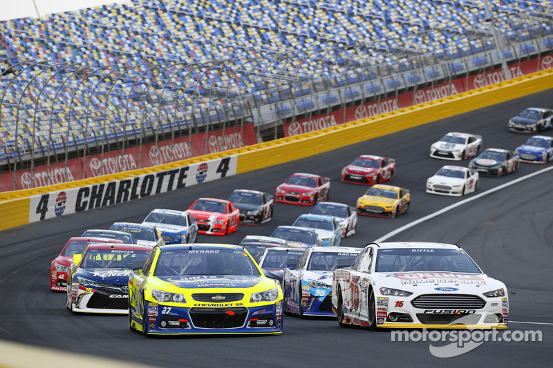 Start: Greg Biffle, Roush Fenway Racing, Ford, und Paul Menard, Richard Childress Racing, Chevrolet, in Führung