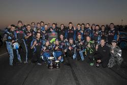 1. Mark Winterbottom und Chaz Mostert feiern mit Prodrive Racing Australia, Ford