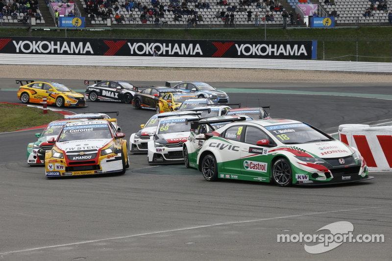 Race 2 Start: Tiago Monteiro, Honda Civic WTCC, Honda Racing Team JAS