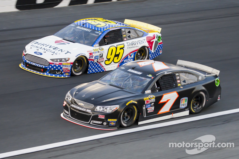 Michael McDowell, Leavine Family Racing Ford ve Alex Bowman, Tommy Baldwin Racing