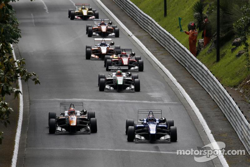 George Russell, Carlin, Dallara Volkswagen and Markus Pommer, Motopark, Dallara Volkswagen