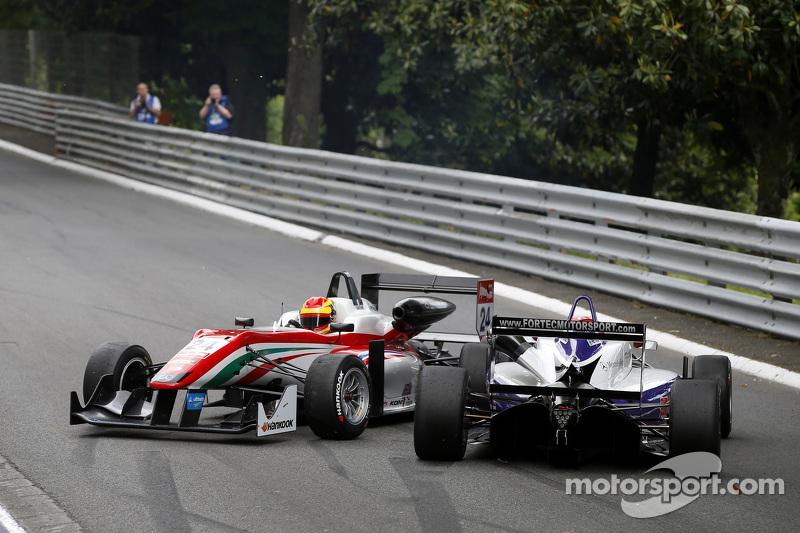 Brandon Maisano, Prema Powerteam, Dallara Mercedes-Benz, und Martin Cao, Fortec Motorsports, Dallara Mercedes-Benz, nach einer Kollision