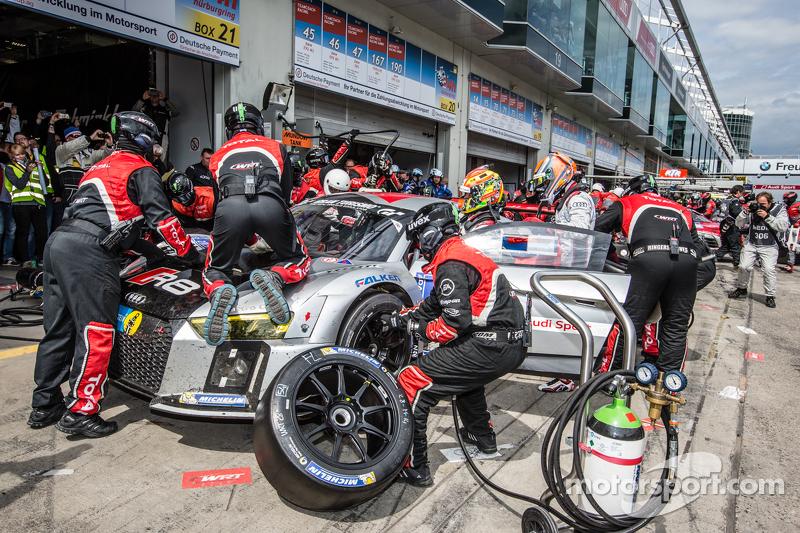 Last pit stop for #28 Audi Sport Team WRT Audi R8 LMS: Christopher Mies, Edward Sandström, Nico Müll