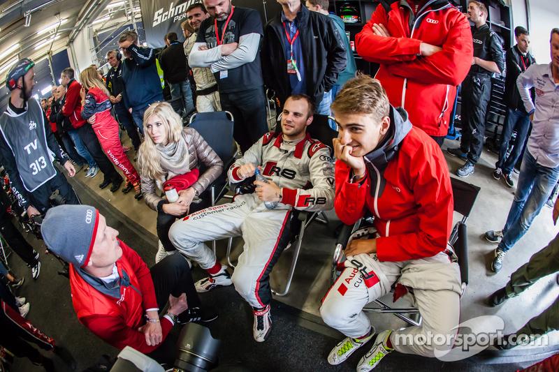 Edward Sandström, Laurens Vanthoor und Nico Müller nach dem letzten Boxenstopp des Rennens