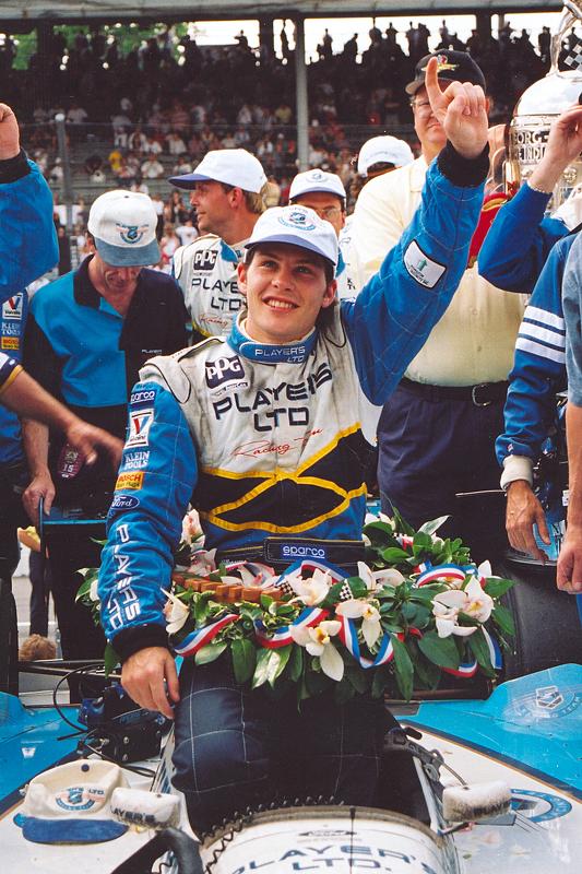 O vencedor Jacques Villeneuve celebra