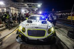 Boxenstopp für #11 Bentley Team HTP, Bentley Continental GT3: Harold Primat, Christopher Brück, Clemens Schmid, Marco Seefried