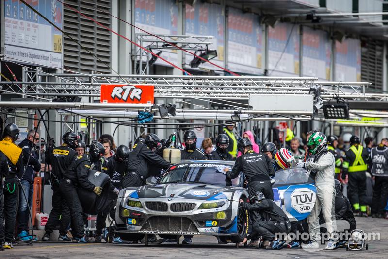 Boxenstopp für #18 Walkenhorst Motorsport, BMW Z4 GT3: Henry Walkenhorst, Ralf Oeverhaus, Christian Bollrath, Stefan Aust