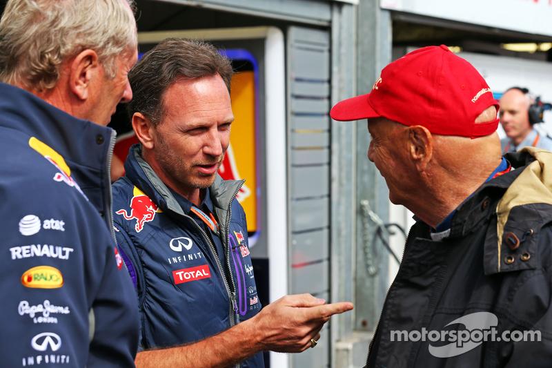 (Von links nach rechts): Dr. Helmut Marko, Red Bull Motorsport-Berater, mit Christian Horner, Teamchef Red Bull Racing, und Niki Lauda, Aufsichtsratsvorsitzender bei Mercedes AMG F1