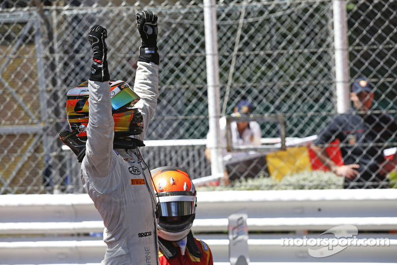 Pemenang balapan, Stoffel Vandoorne, ART Grand Prix, dan peringkat kedua Alexander Rossi, Racing Engineering