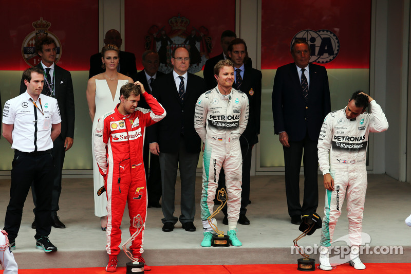 Das Podium: 2. Sebastian Vettel, Ferrari; 1. Nico Rosberg, Mercedes AMG F1; 3. Lewis Hamilton, Merce