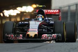 Carlos Sainz Jr., Scuderia Toro Rosso STR10 fa scintille