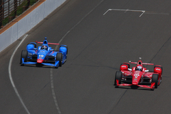 Tony Kanaan, Chip Ganassi Racing Chevrolet and Scott Dixon, Chip Ganassi Racing Chevrolet