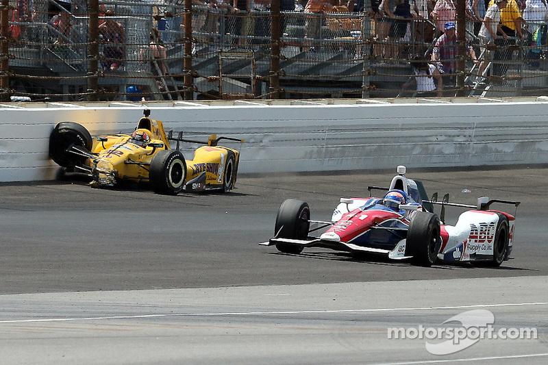 Oriol Servia, Rahal Letterman Lanigan Racing Honda crashes