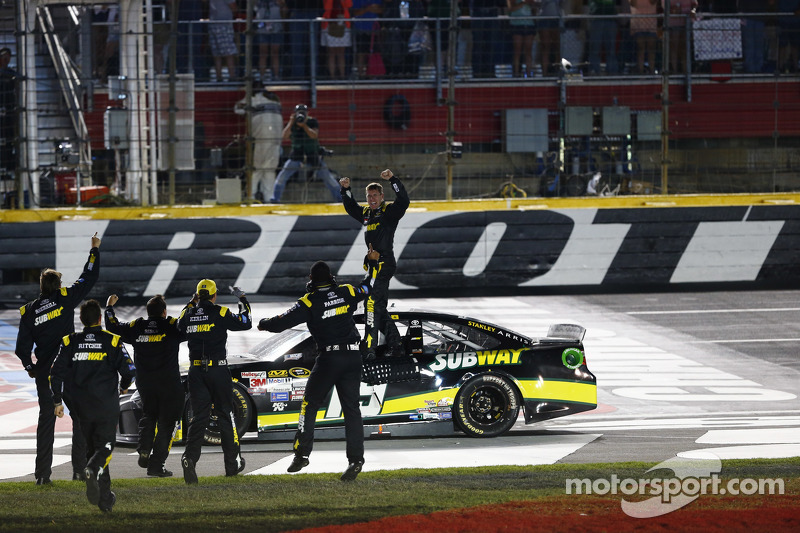 1. Carl Edwards, Joe Gibbs Racing, Toyota