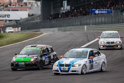 #190 Aesthetic Racing BMW 325i E90: Heinz-Jürgen Kroner, Petra Baecker and #143 MSC Sinzig e.V. im ADAC Renault Clio: Rolf Weissenfels, Dietmar Hanitzsch