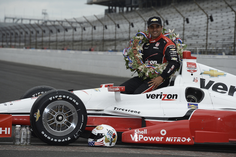 Juara balapan Juan Pablo Montoya, Team Penske Chevrolet during the winner's photoshoot