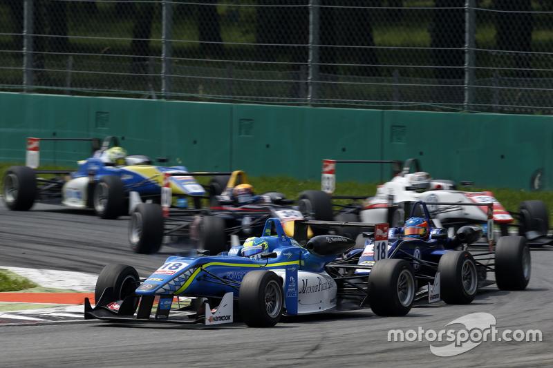 Nicolas Pohler, Double R Racing, Dallara Mercedes-Benz, und Tatiana Calderon, Carlin, Dallara Volkswagen