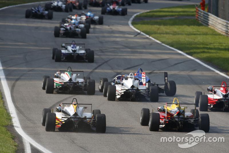 Arjun Maini, Van Amersfoort Racing Dallara Volkswagen dan Ryan Tveter, Jagonya Ayam dengan Carlin Dallara Volkswagen
