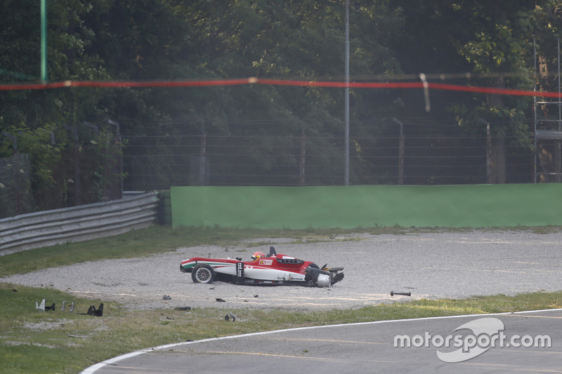 Lance Stroll, Prema Powerteam Dallara Mercedes-Benz crashed in the gravel