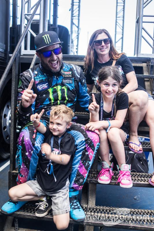 Il vincitore Ken Block e la sua famiglia