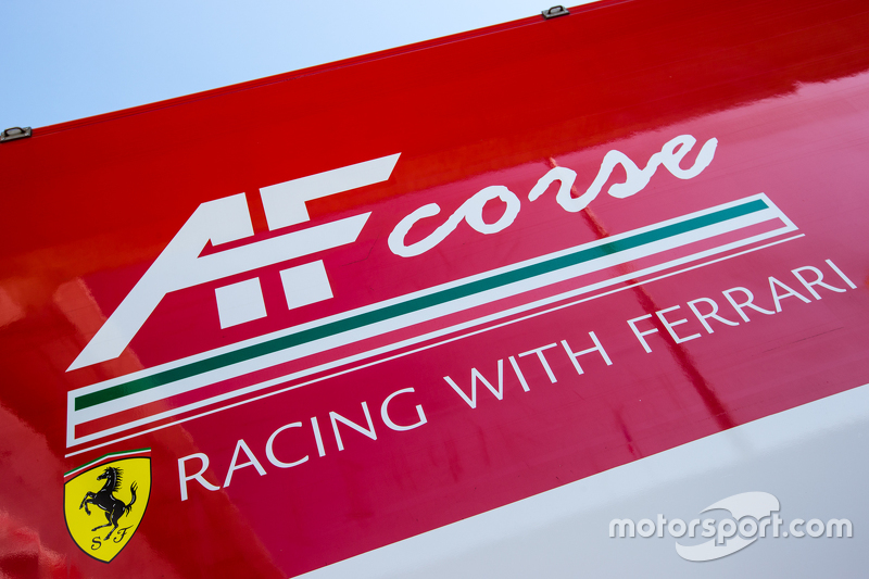 AF-Corse-Transporter und Teamlogo