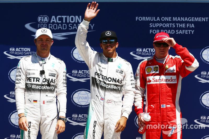 Peringkat kedua Nico Rosberg, Mercedes F1, polesitter Lewis Hamilton, Mercedes F1, dan Kimi Raikkonen, Ferrari