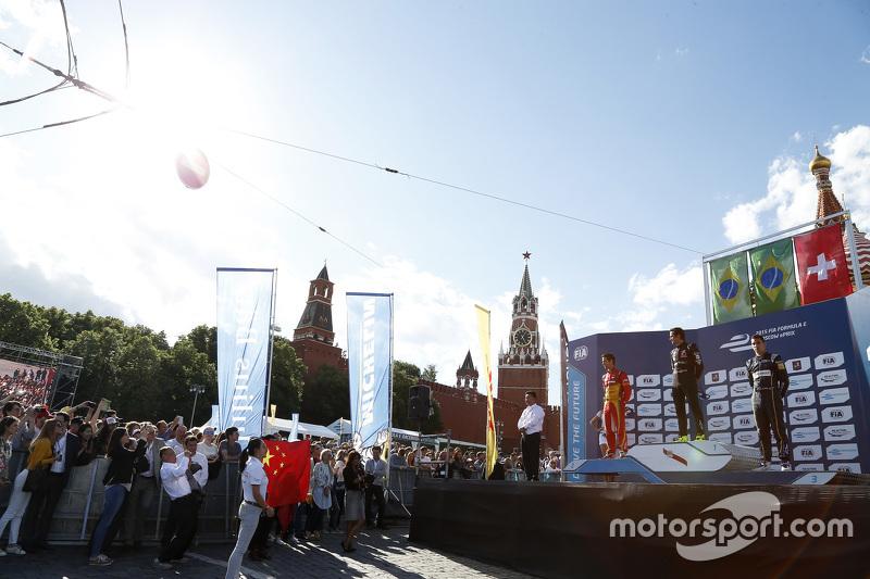 Podium: 2. Lucasi di Grassi, Audi Sport Team Abt; 1. Nelson Piquet jr., China Racing, und 3. Sébasti