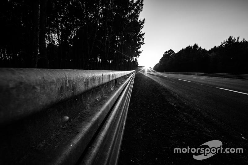 24 Stunden von Le Mans: Eindrücke vom Sonnenuntergang