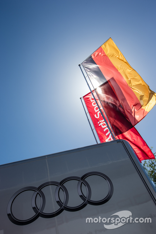 Audi Sport Team Joest, Transporter mit Teamlogo