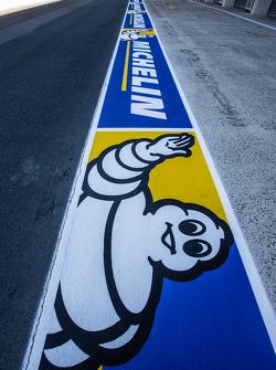 Publicidad pitlane Michelin