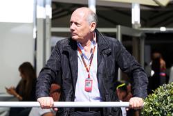 Исполнительный директор McLaren Рон Деннис