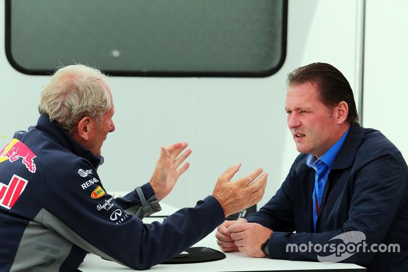 Dr Helmut Marko, Red Bull Motorsport Consultant bersama Jos Verstappen