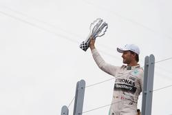 Podio: ganador de la carrera Lewis Hamilton, de Mercedes AMG F1