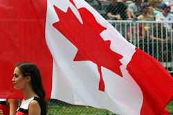 Grid girl avec le drapeau canadien