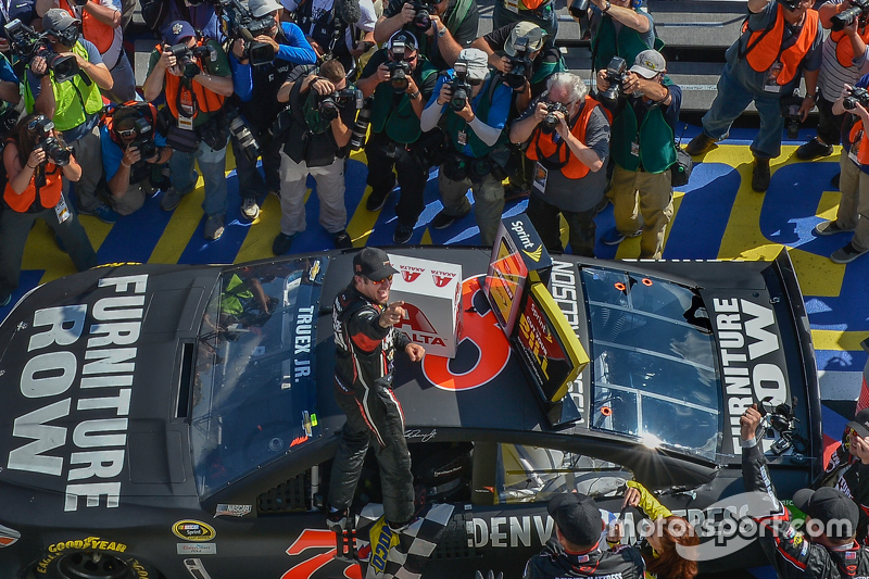 Il vincitore: Martin Truex Jr., Furniture Row Racing Chevrolet