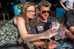 Dempsey Proton Competition: Patrick Dempsey mit einem Fan