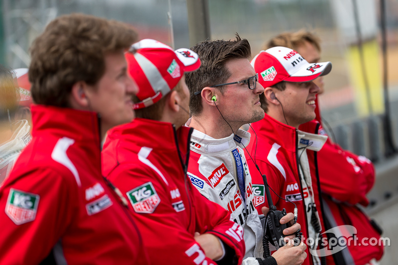Nissan Motorsports: Alex Buncombe watching the start of Wednesday practice with fellow drivers