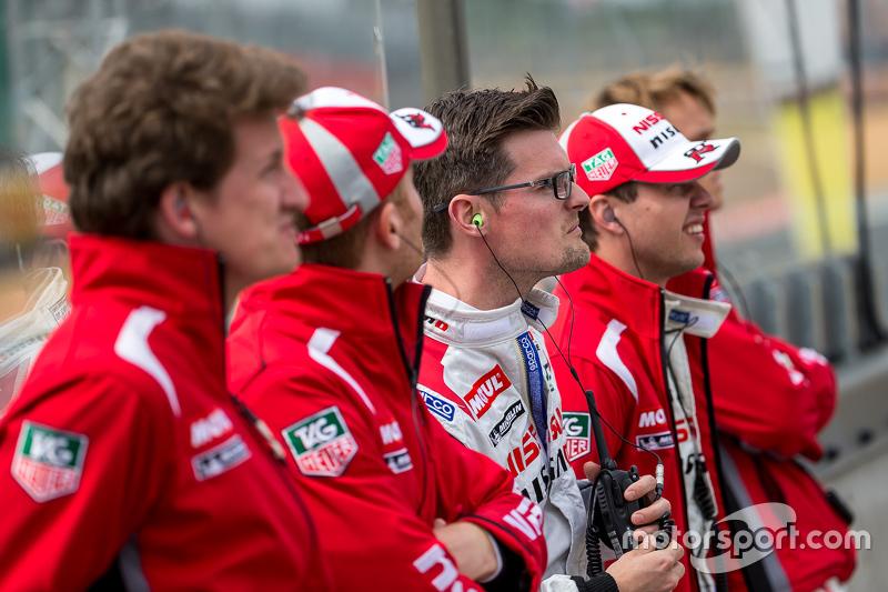 Nissan Motorsports: Алекс Банкомб дивиться старт у середу (практика) з іншими гонщиками