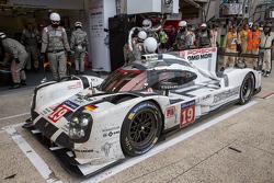 Polvere e schizzi  sulla #19 Porsche Team Porsche 919 Hybrid: Nico Hulkenberg, Nick Tandy, Earl Bamber