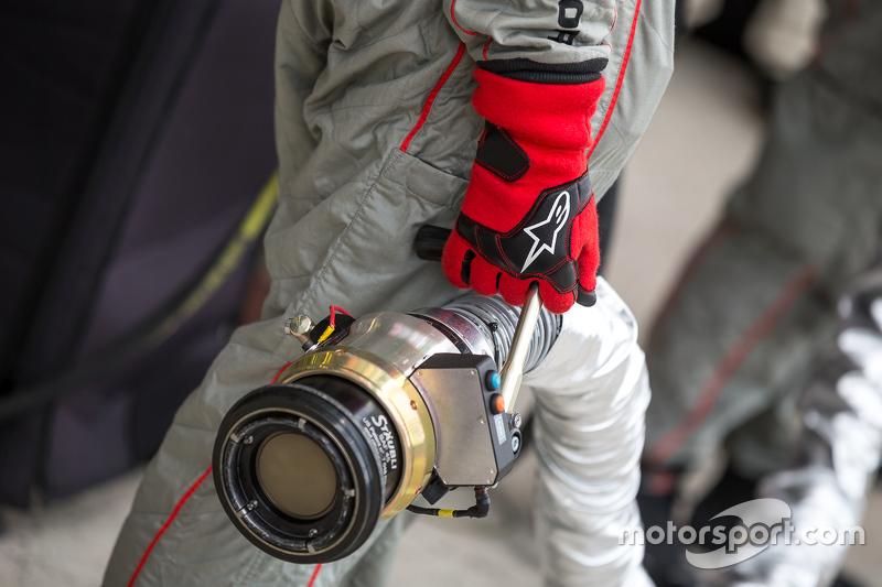 Porsche Team fuel hose